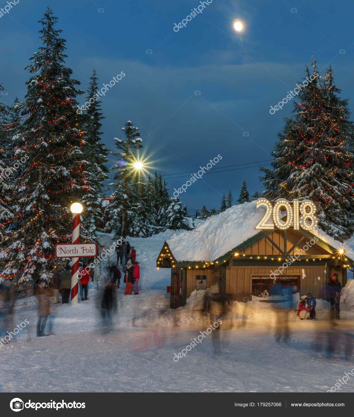 North Vancouver Canada - December 30, 2017: Ice skating rink, fun and entertainment at Grouse Mountain — Photo by ...