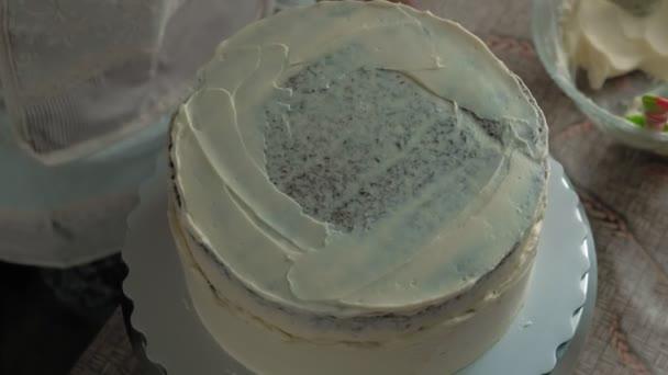 Dělám čokoládový dort. Práce cukráře