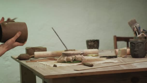 die Arbeit eines Keramikers. Töpfern