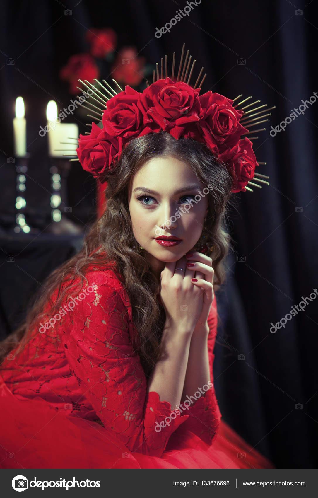 blonde Mädchen im roten Kleid — Stockfoto © alfoto.bk.ru #133676696