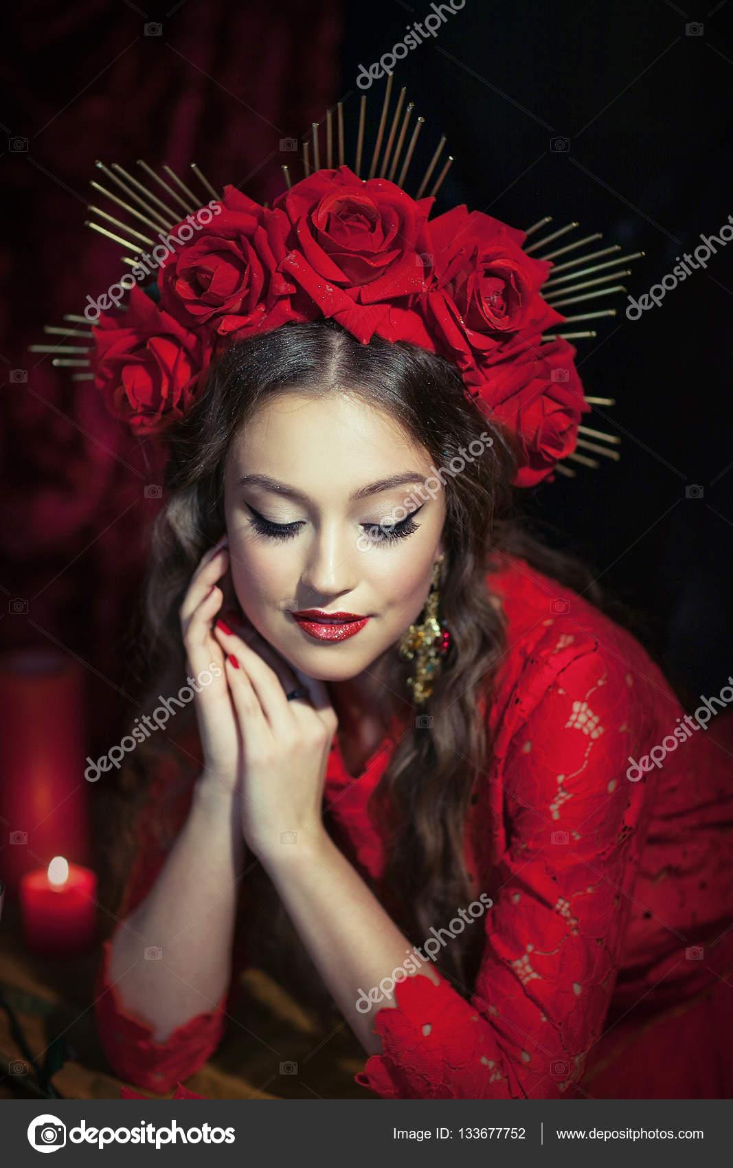 blonde Mädchen im roten Kleid — Stockfoto © alfoto.bk.ru #133677752