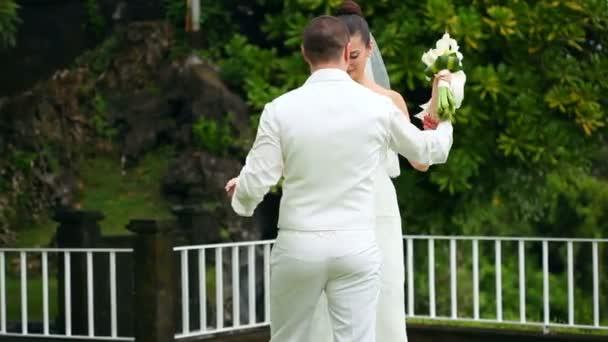 Tánc-menyasszony és vőlegény