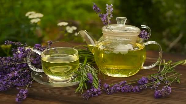 zelený čaj v krásný pohár