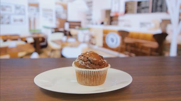 Close-up, squeeze krém na muffin