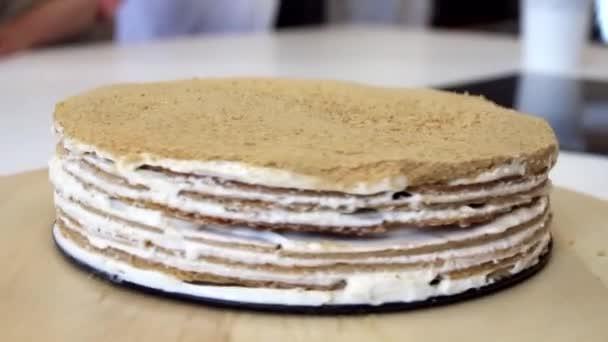 kolo nafouknout dort na dřevěný stojan makro zblízka