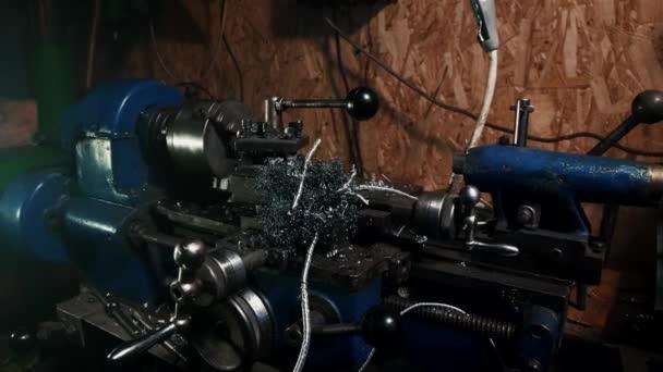 Metallspäne in einem alten Drehmaschinenwagen