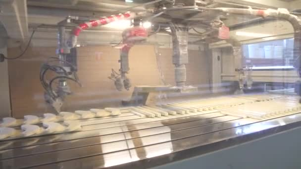 çalışma Otomatik Sprey Boya Makinesi Tahta Kalıplama Boyama
