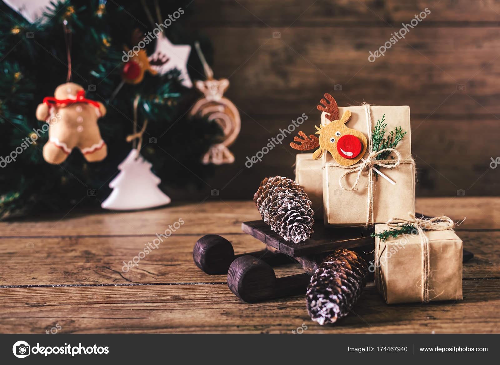Regali Di Natale In Legno.Regali Di Natale Con I Contenitori Su Fondo Di Legno Stile Vintage