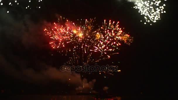 f947bb32426 Фейерверк дождь искры взрыва эмоций пиротехнических устройств легкий дым выпускного  вечера ночь романтический вечер событие в