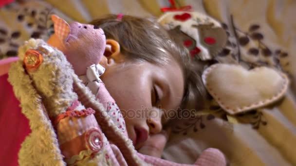Panorama dětské hračky roztomilý spící dívka milované hračky králík Teddy-Bear plsti nášivka jelenů srdce Patchwork kluk hraje na domácí dětství