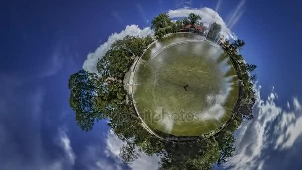Kis apró Planet 360 fokos tánc szökőkút turisztikai látnivalók a régi város, Opole Park és a természet nap mint nap gyönyörű évszakok változnak, süt a nap