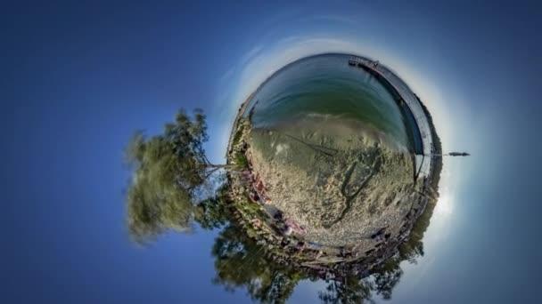 Kis apró Planet 360 fokos gyöngye Univerce föld kikapcsolódás az emberek tengerre pihenni otthon a természet napos turizmus csodálatos emberek