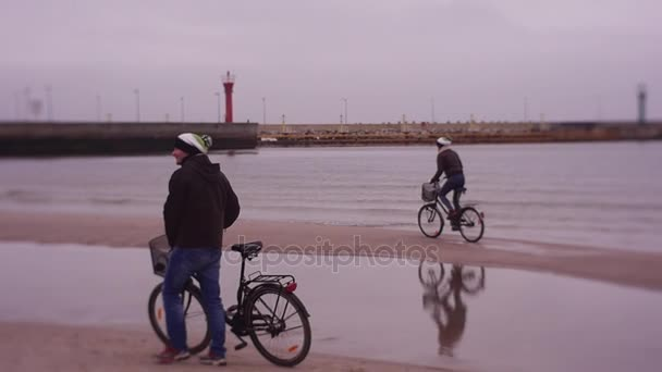 Den cyklista v městě Leba