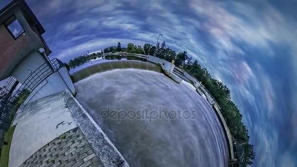 Malá planeta 360 stupňů vody znečištění přírodních katastrof řeka vlnek zavřete zobrazení rozhledna na cestovním ruchu banky večerní krajina Cloudscape