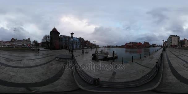 vintage Danzig Damm Wolkenlandschaft 360vr Video Schwanenturm mittelalterlichen Straßen der historischen Stadt Tourismus in Polen berühmte Architektur bewölkt Frühlingstag
