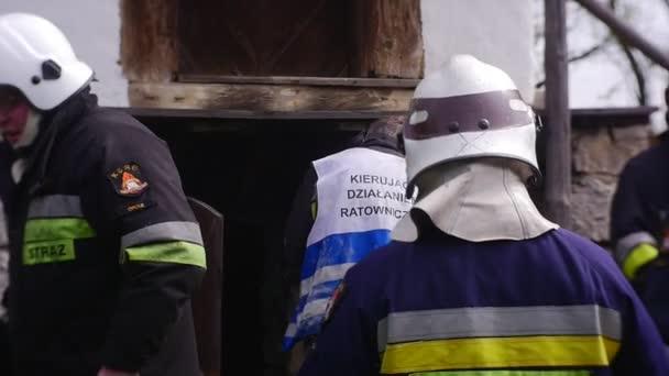 Hasiči mají uhašen požár ve skladu