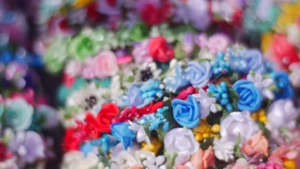 Květinové náramky pro dívky