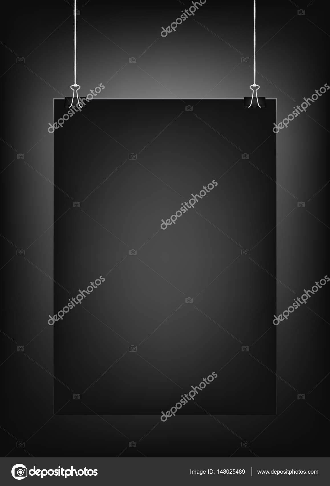 Plantilla cartel vertical negro colgando en clips, aislados en un ...