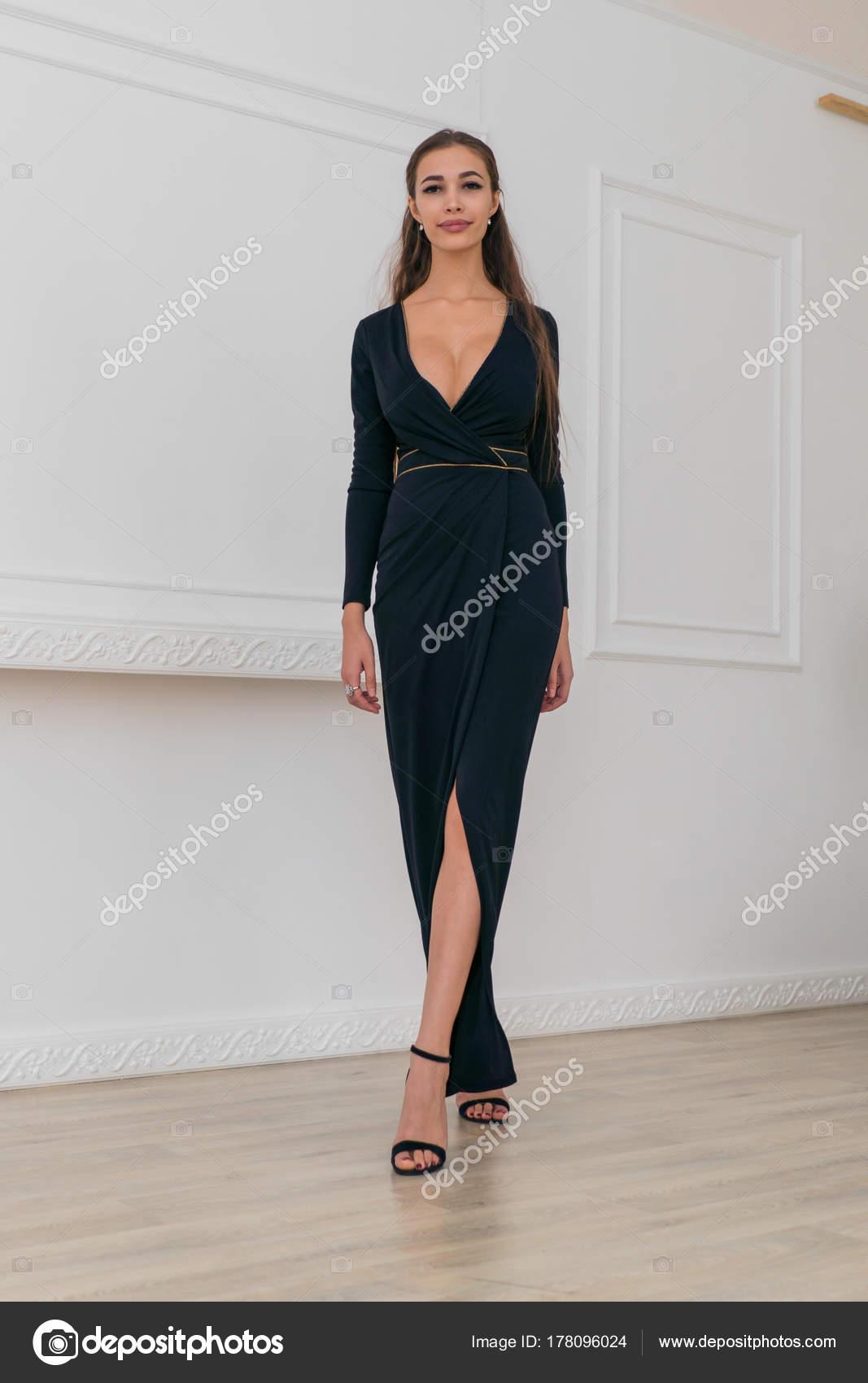 quality design 5cb0f 27eb0 Ritratto di una bella ragazza con vestito nero da sera ...