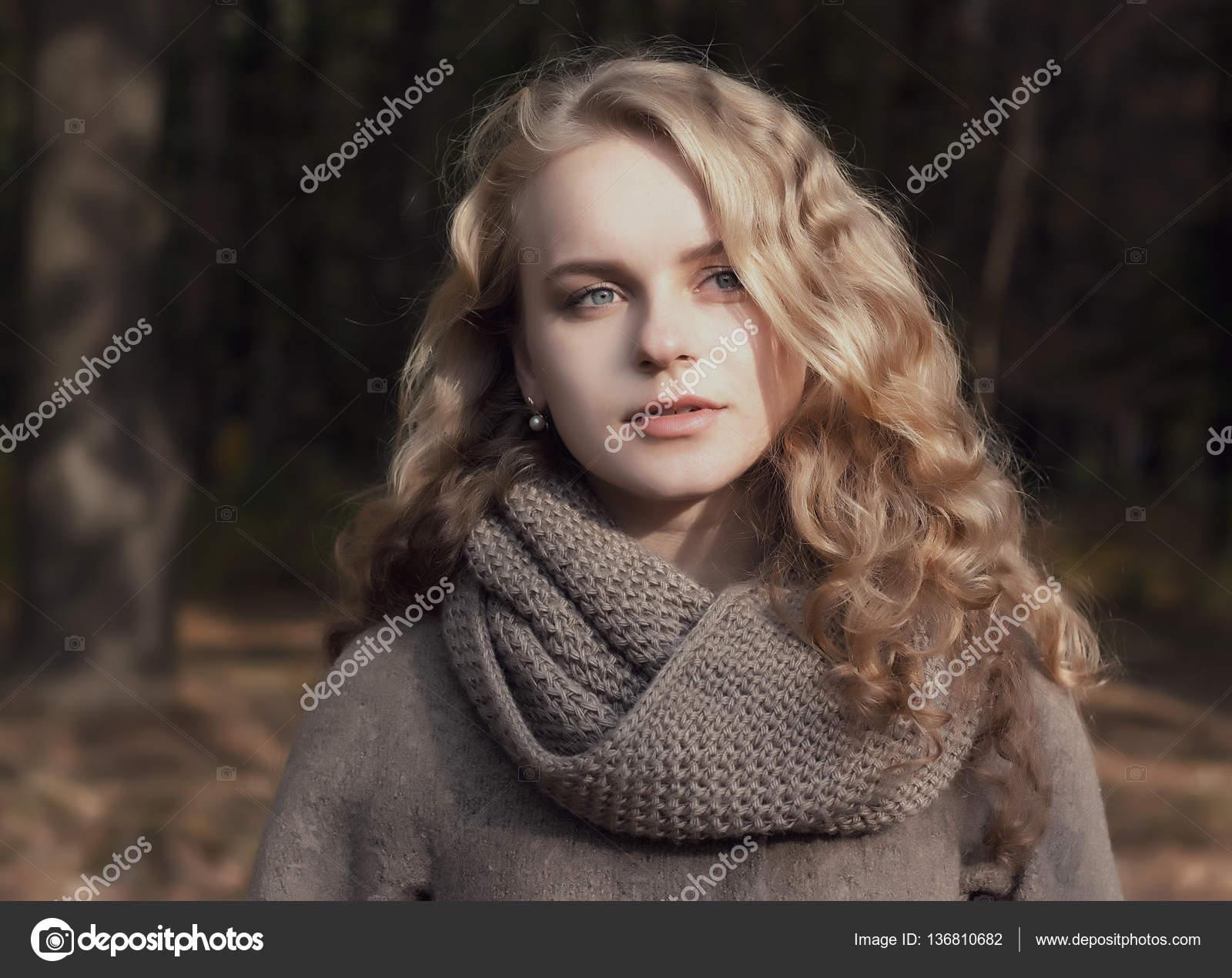 Молодая блондинка онлайн