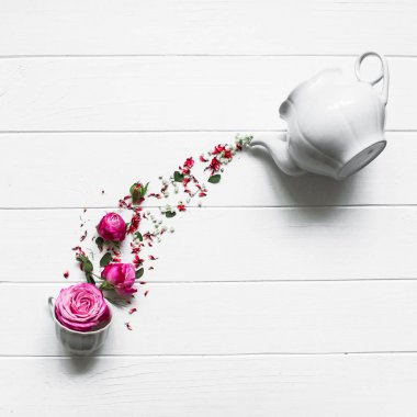 tea pot and roses