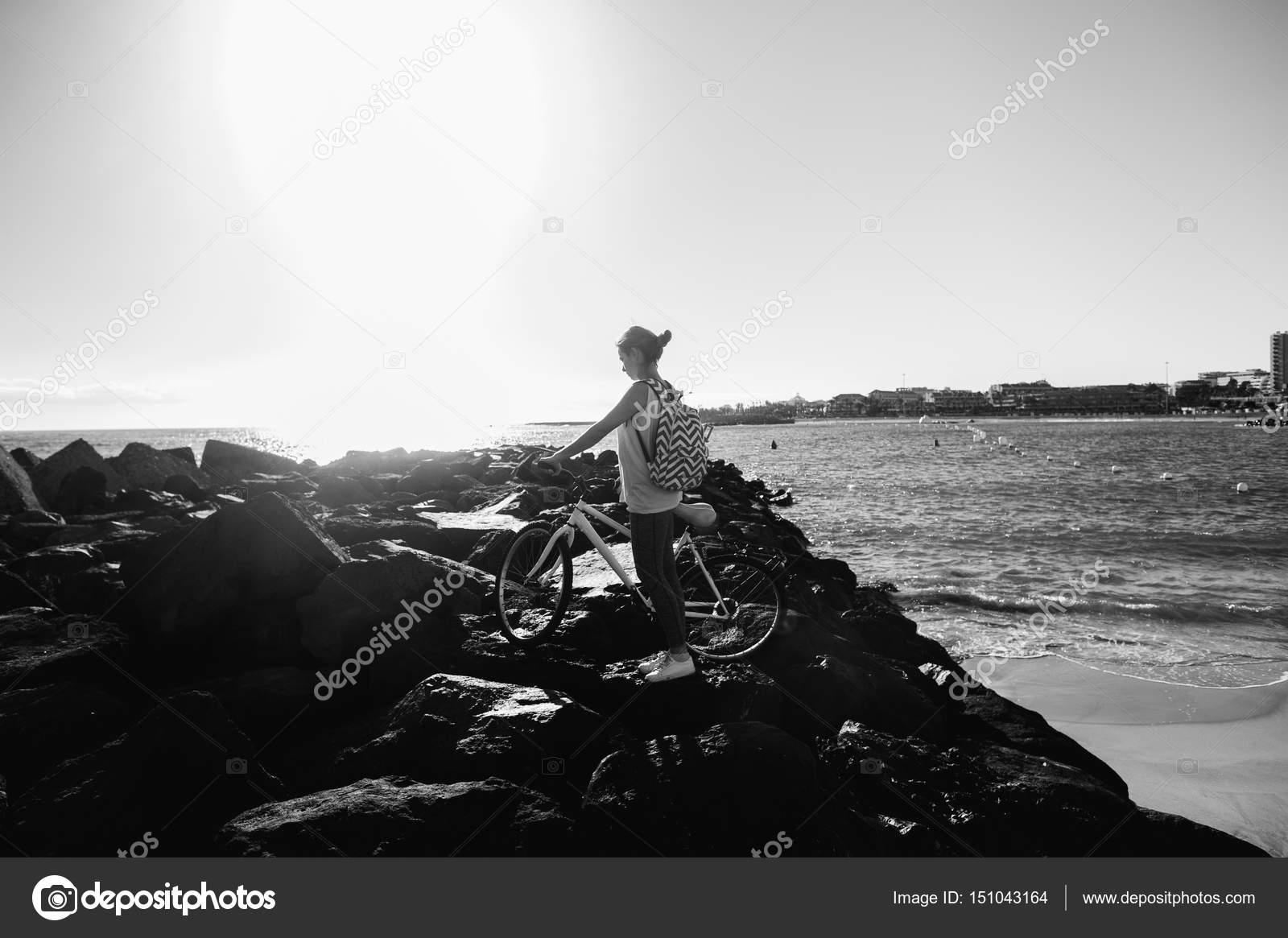 C рюкзаком по берегу черного моря рюкзак для инструмента купить втвери