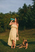 Fotografie junge frau und ihrem hund
