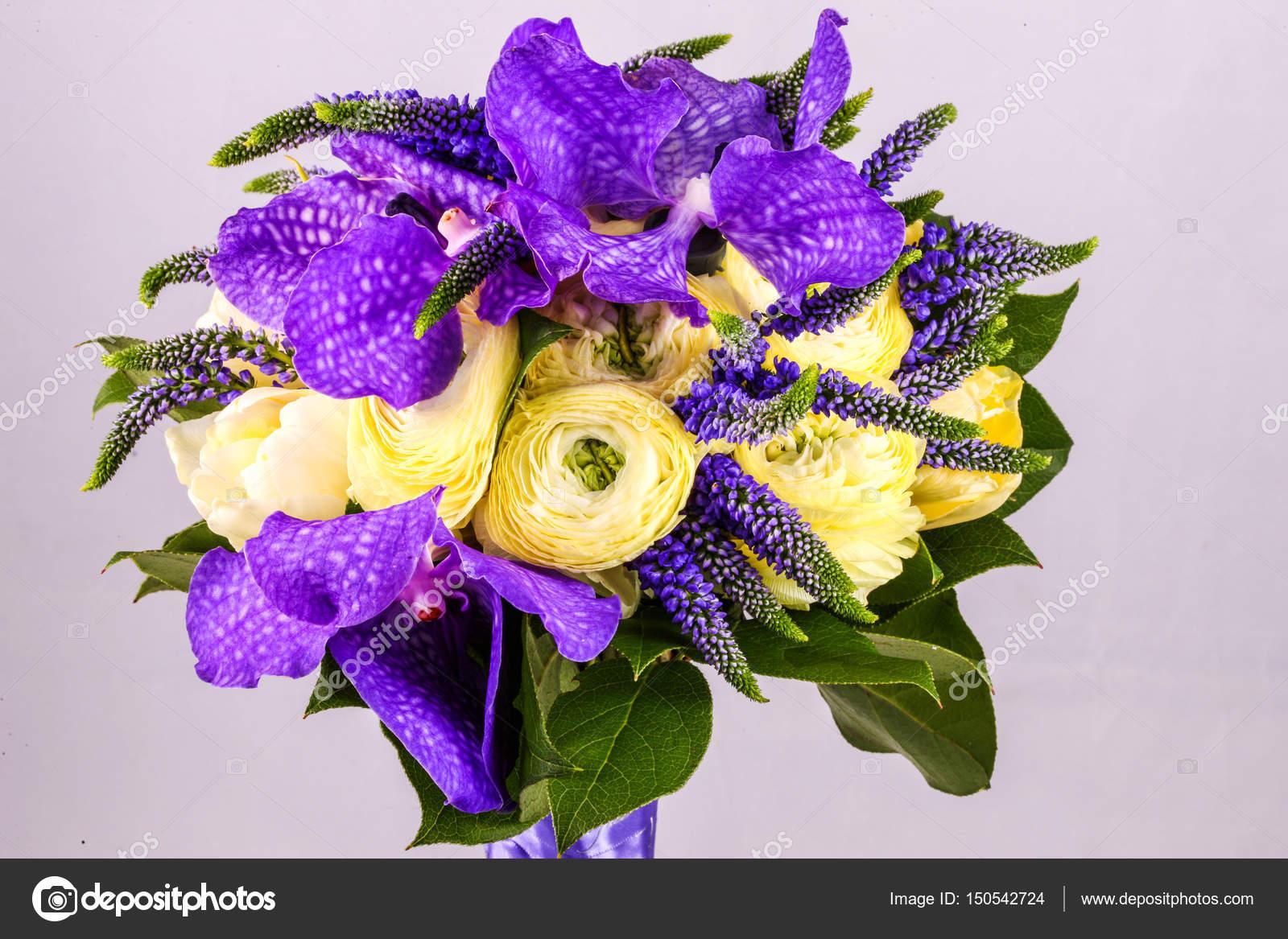 Beau bouquet fleurs de renoncule blanche iris iris for Beau bouquet de fleurs