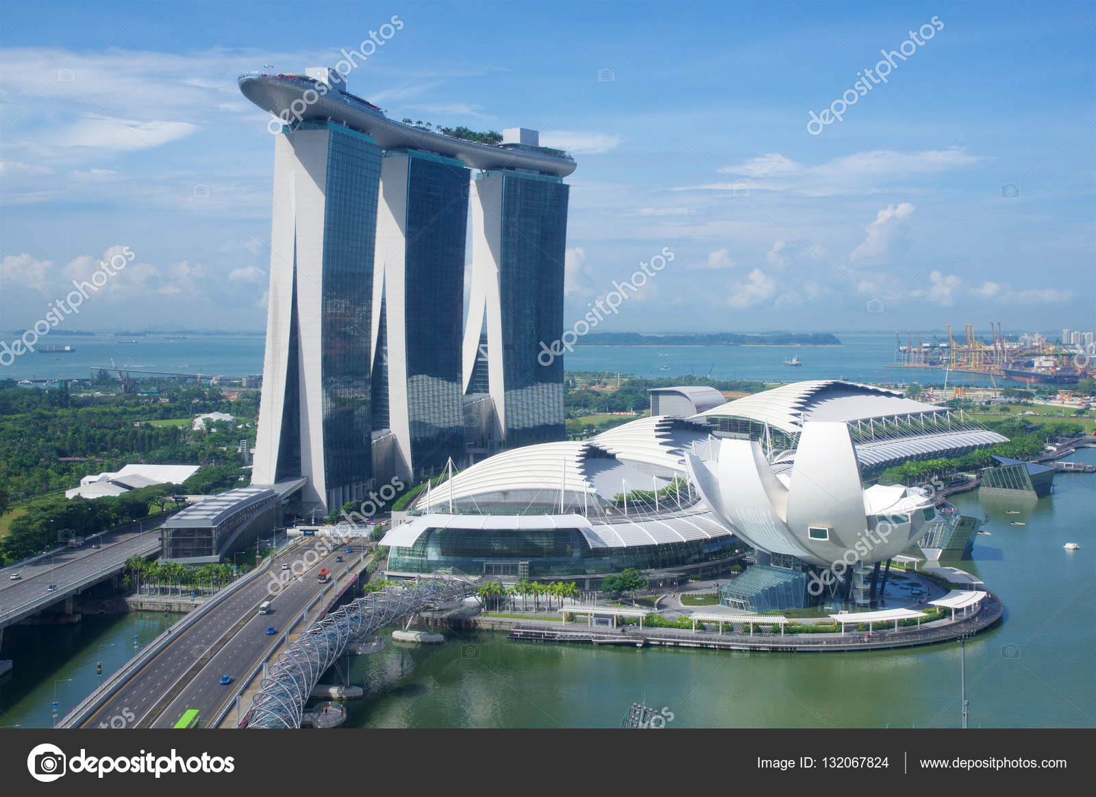 Singapore 23 luglio 2016 unico grattacielo a marina bay - Albergo a singapore con piscina sul tetto ...
