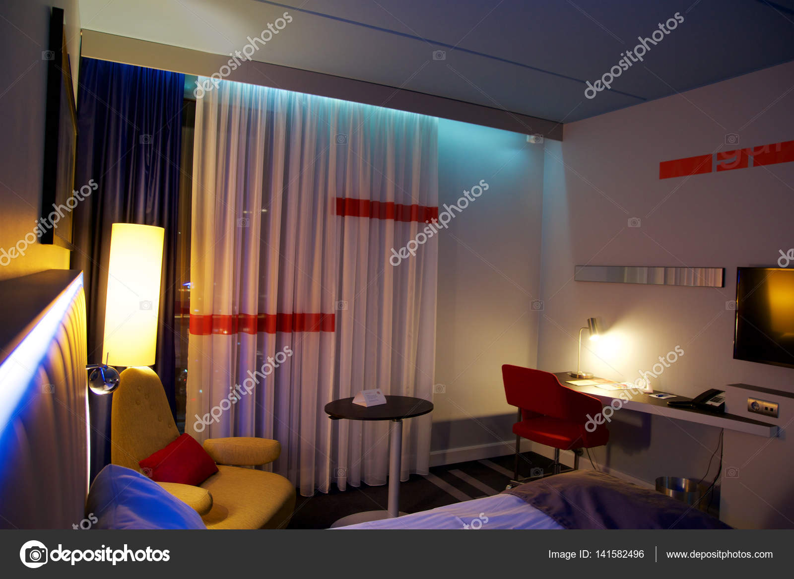 Oslo, Noorwegen - 20 Jan 2017: interieur van een dubbel bed luxe ...