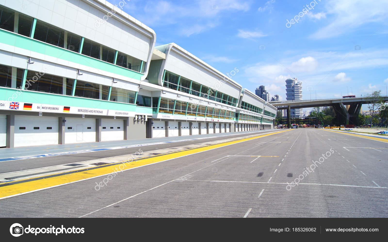 Circuito Callejero De Marina Bay : Singapur 02 de abril de 2015: pit lane y comienzo meta de la pista