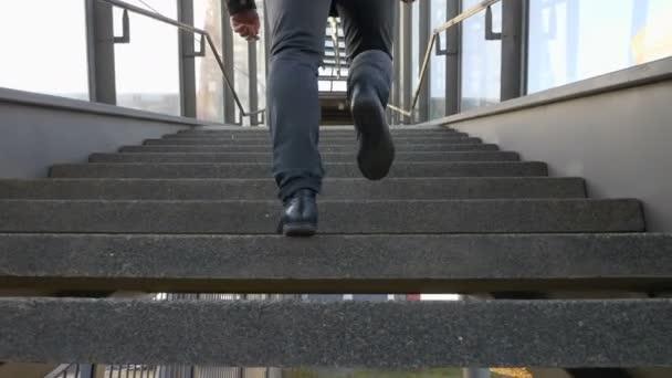 Mans metrů chůze do schodů