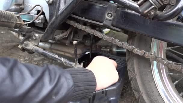 změnit motocyklový motorový olej