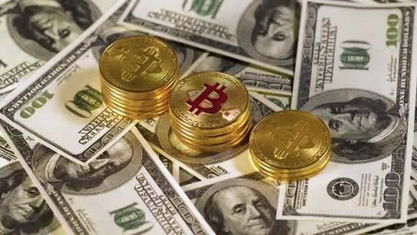 Plyšová lež bitcoin bit mince btc na stovkách Spojených států. Rotace. Těžba. Kryptoměn. Hospodářství. Kyberprostor. Pozadí