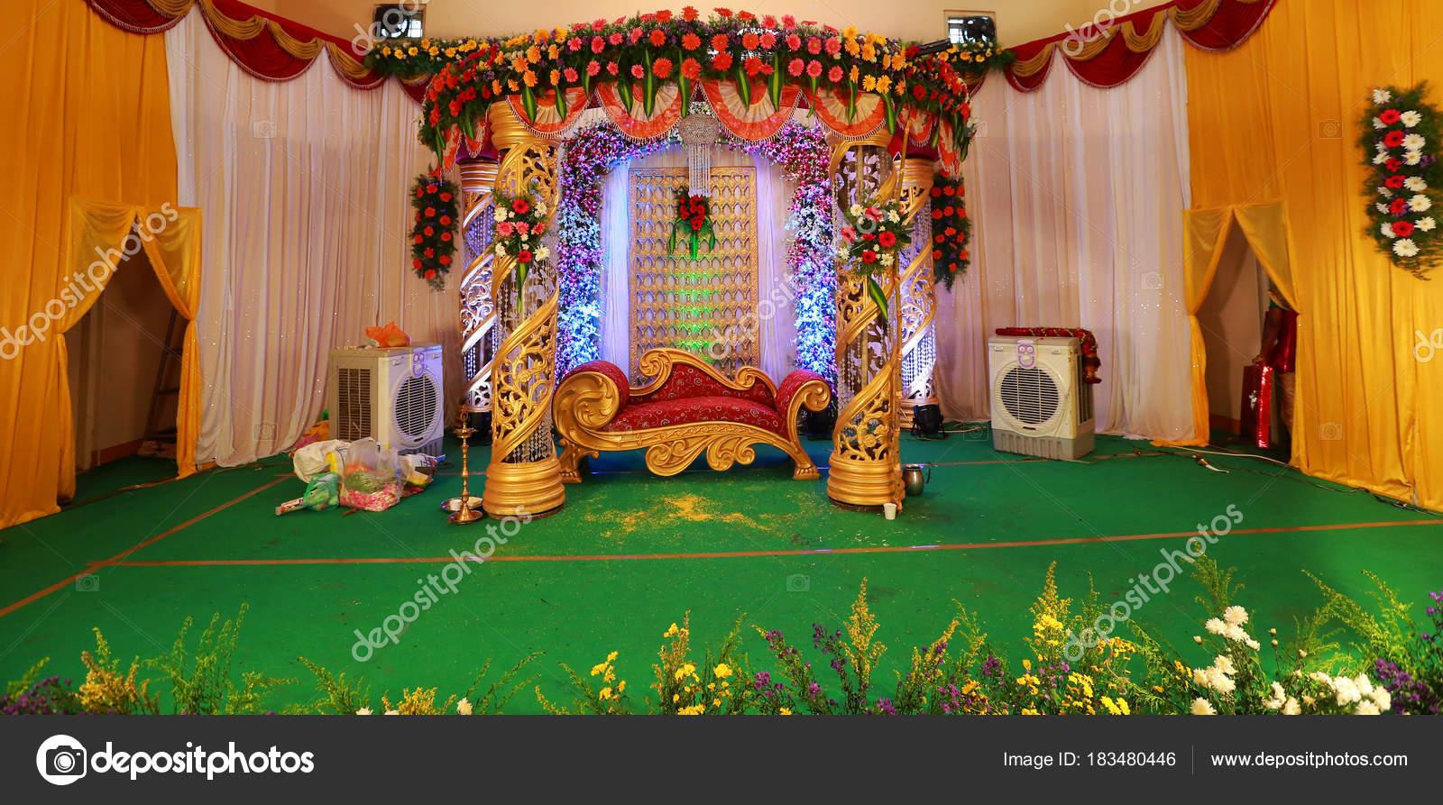indische hochzeit bhnendekoration mit interieur design themen stockfoto