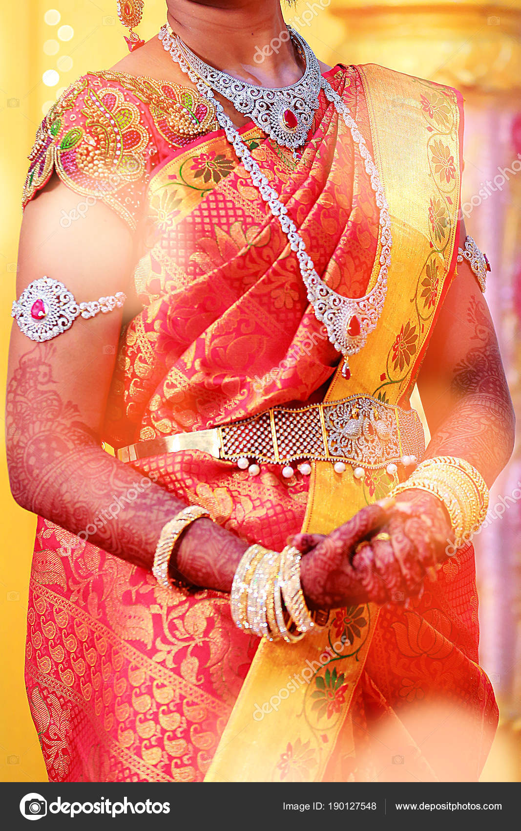 5f6265e211 Traditional Young bride in wedding dress, South Indian wedding rituals,  ceremony — Stock Photo