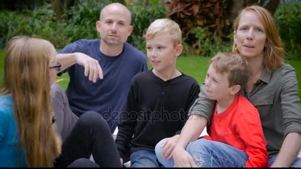 Rodina 5 pro rodinný portrét a jednat hloupě