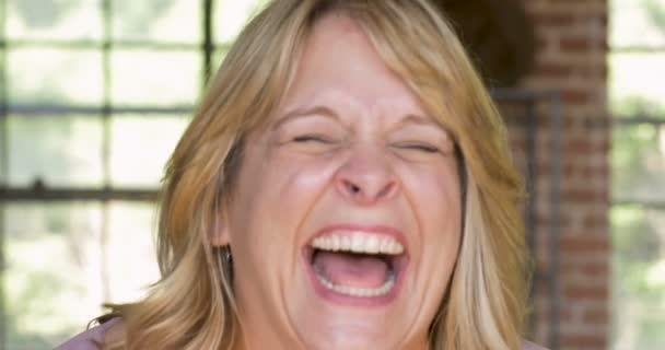 https://st3.depositphotos.com/7813766/17059/v/600/depositphotos_170598976-stock-video-woman-laughing-out-loud-lol.jpg