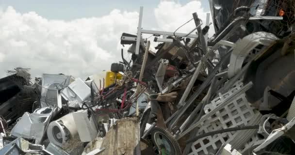 Risultati immagini per Rottami metallici da rifiuto a risorsa
