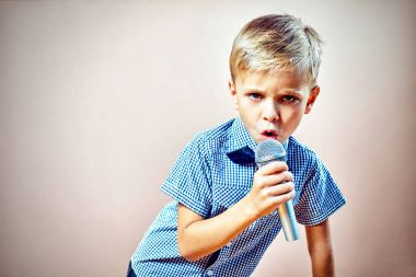 The child sings into the microphone