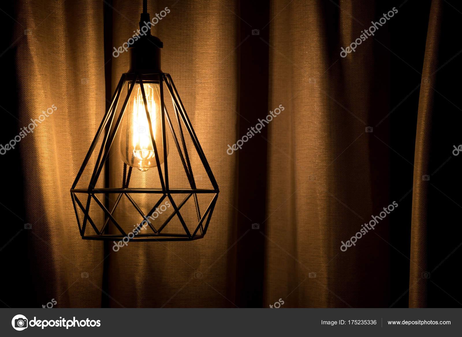 Lampade A Sospensione Allaperto : Giallo lampada a sospensione con priorità bassa della tenda u foto