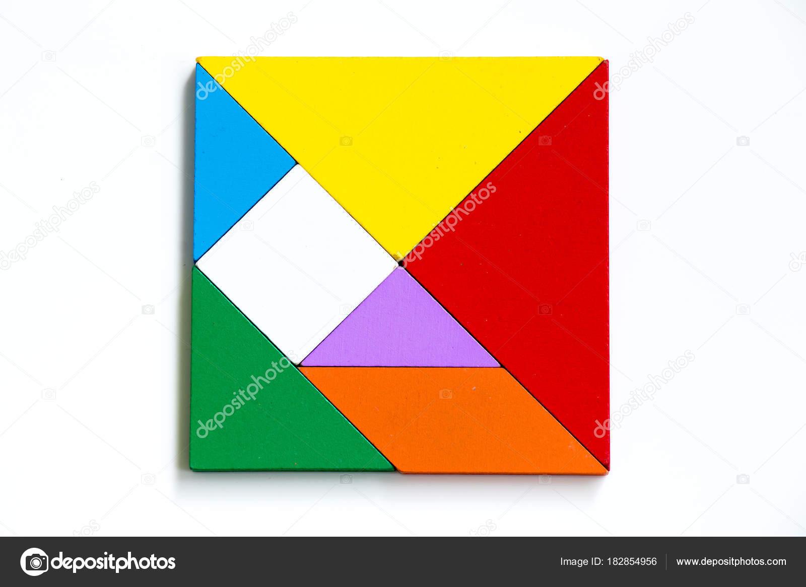 白い背景の上の正方形のカラフルな木製タングラム パズルします