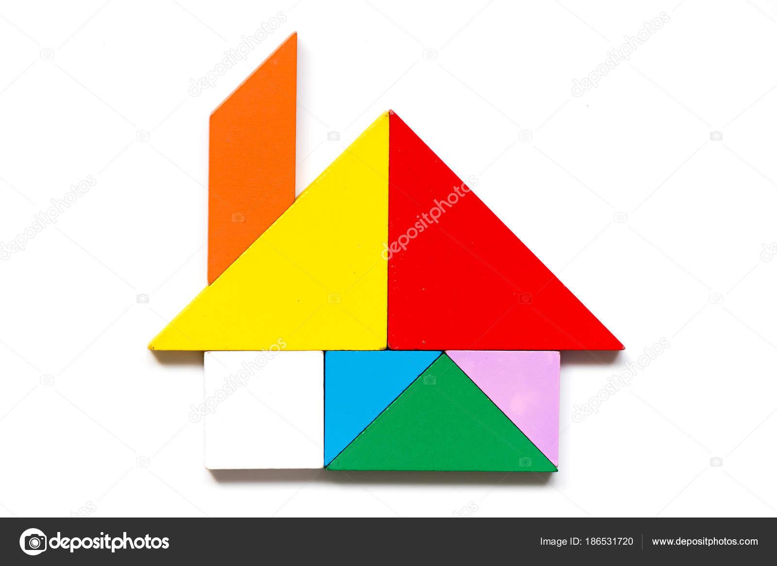 白い背景の家の図形の色木製タングラム パズル ストック写真