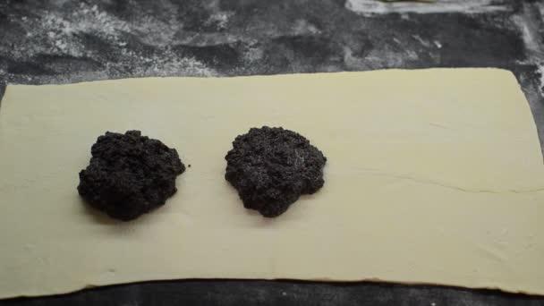 Vařit pomazánky makové těsto na syrovém těstě