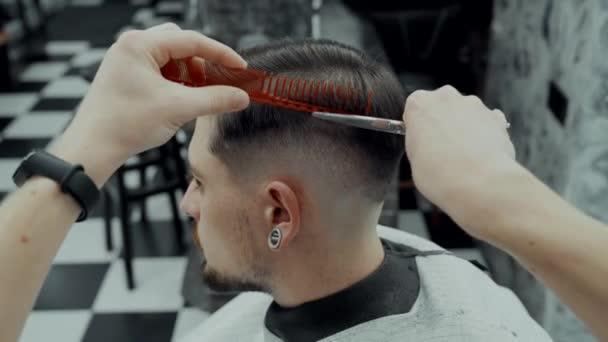 Péče o vlasy a vousy.