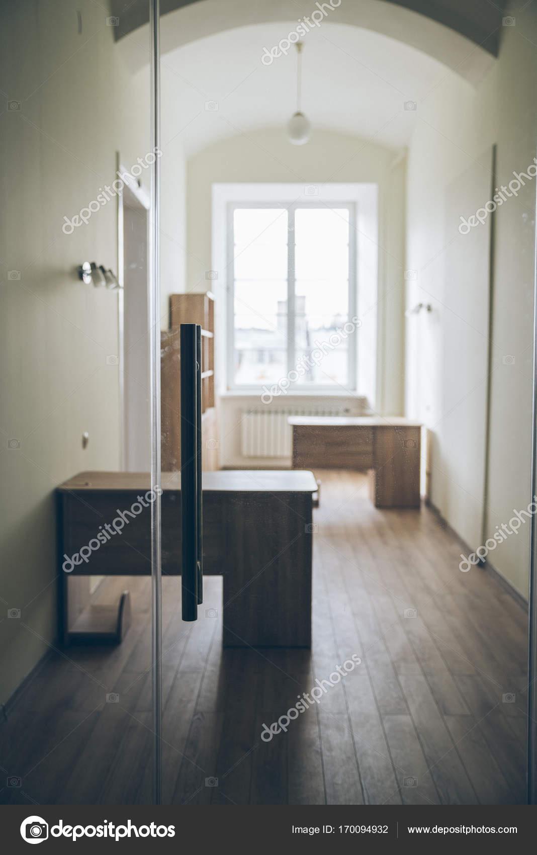 Design ufficio moderno sfocatura sfondo interior design for Stock mobili ufficio