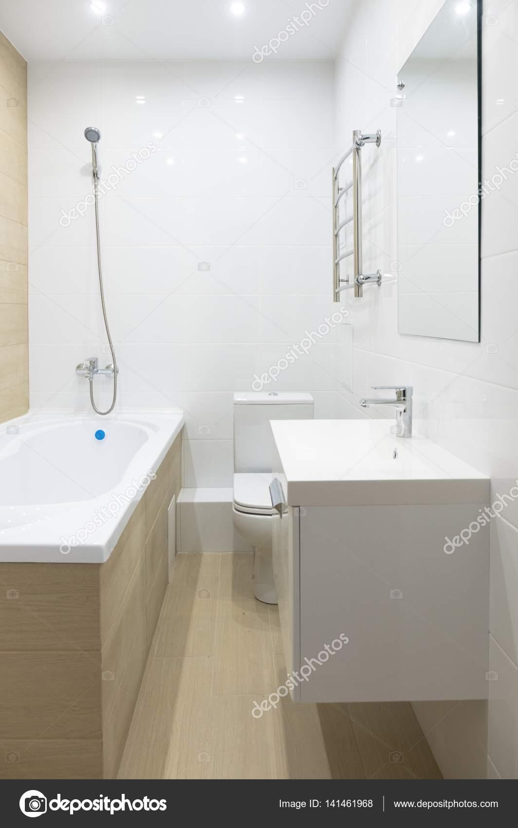 Badkamer in een nieuw appartement huis — Stockfoto ...