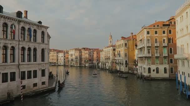 Venedig, Italien Grand Canal mit Gondeln.