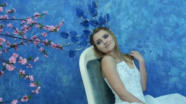 Krásný mladý model v podobě elfí princezna.
