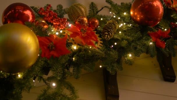 Barevné kolekce vánočních koulí jako vzorek pozadí užitečný detail